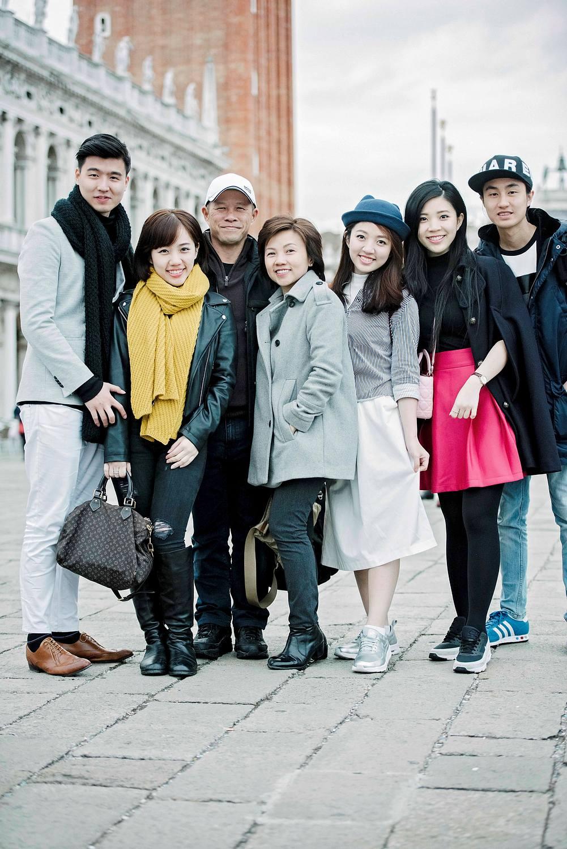 Family photo shoot in Venice Italy