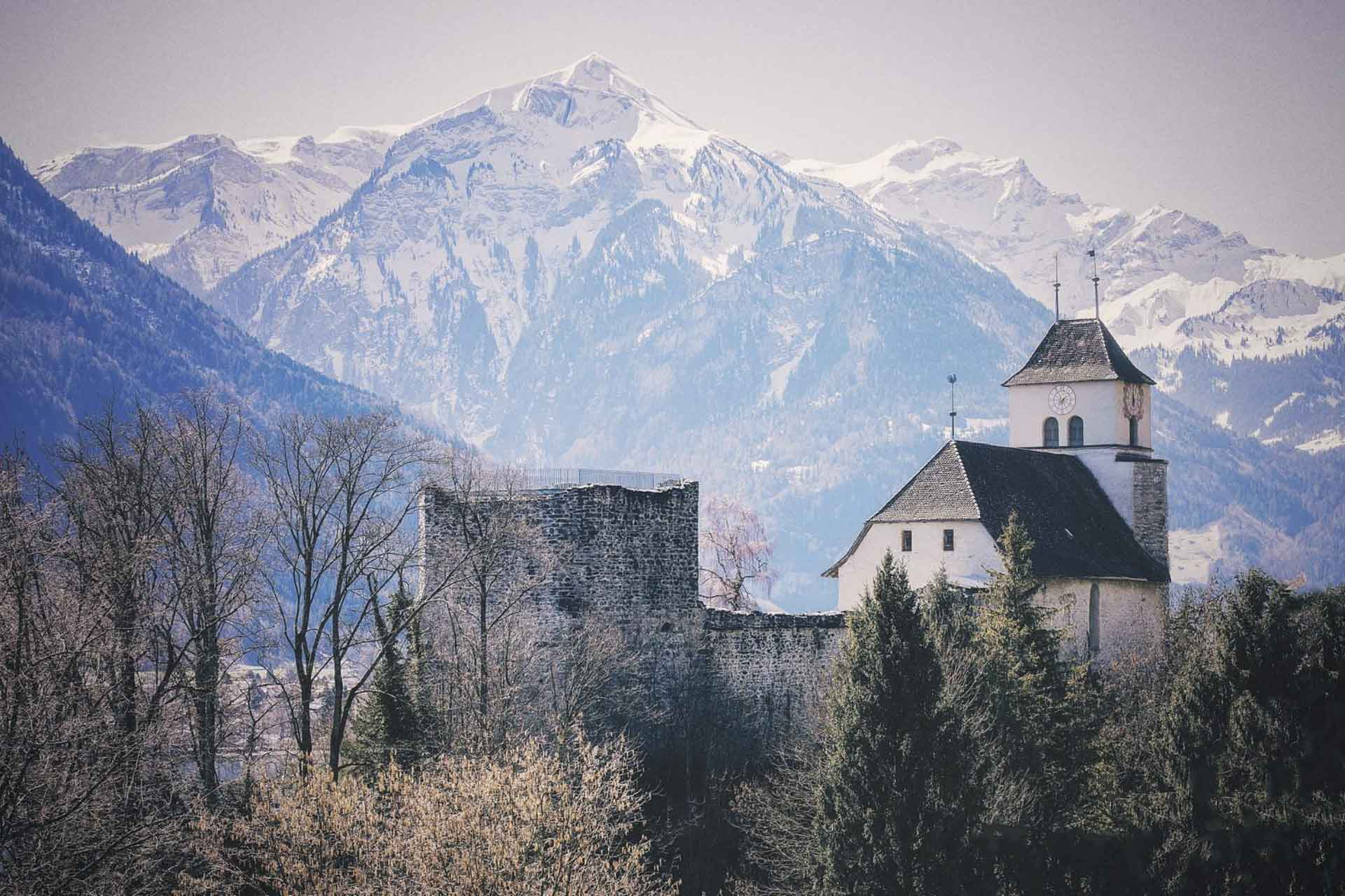 Ringgenberg Church and Castle