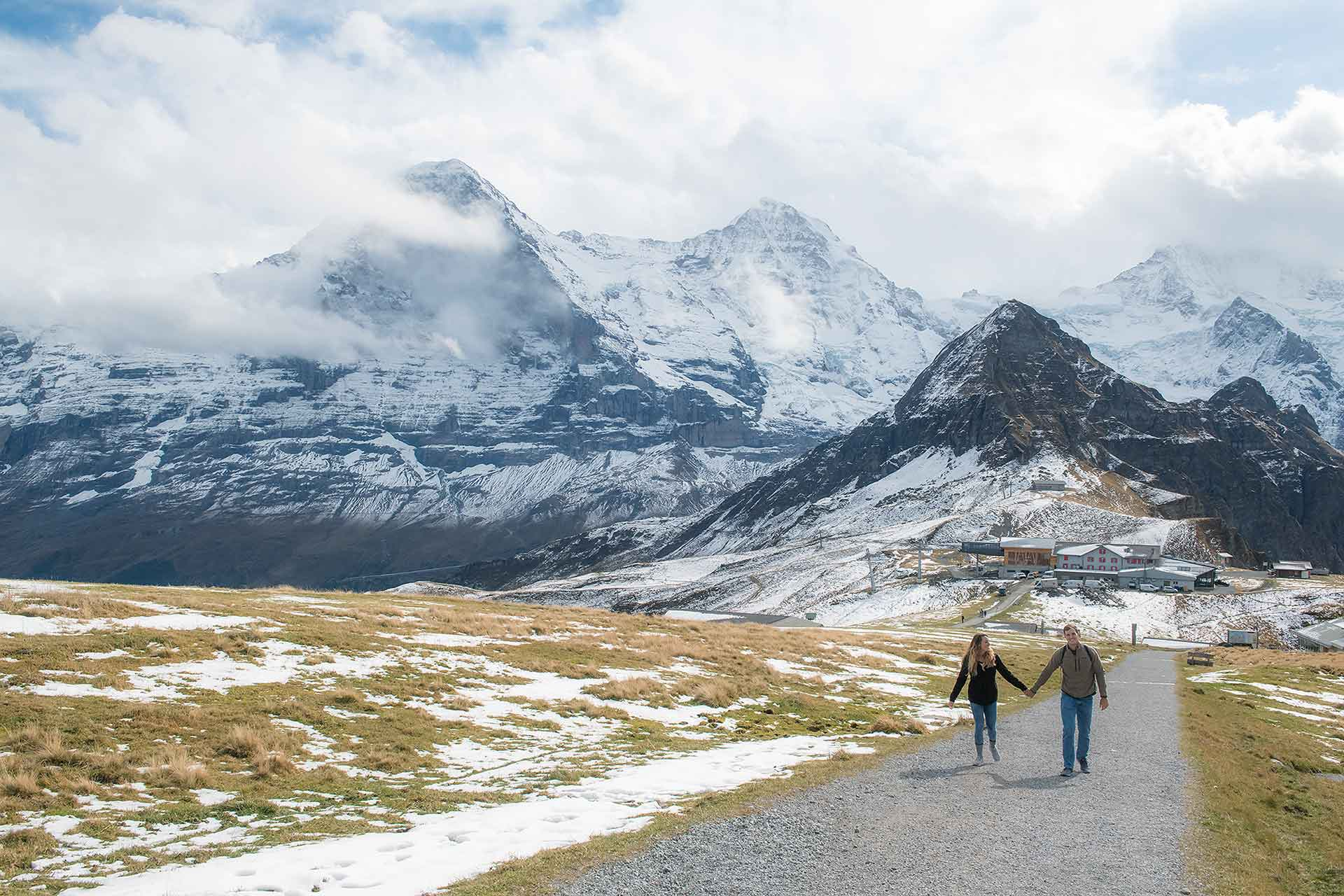 Engagement photo shoot in the Swiss Alps