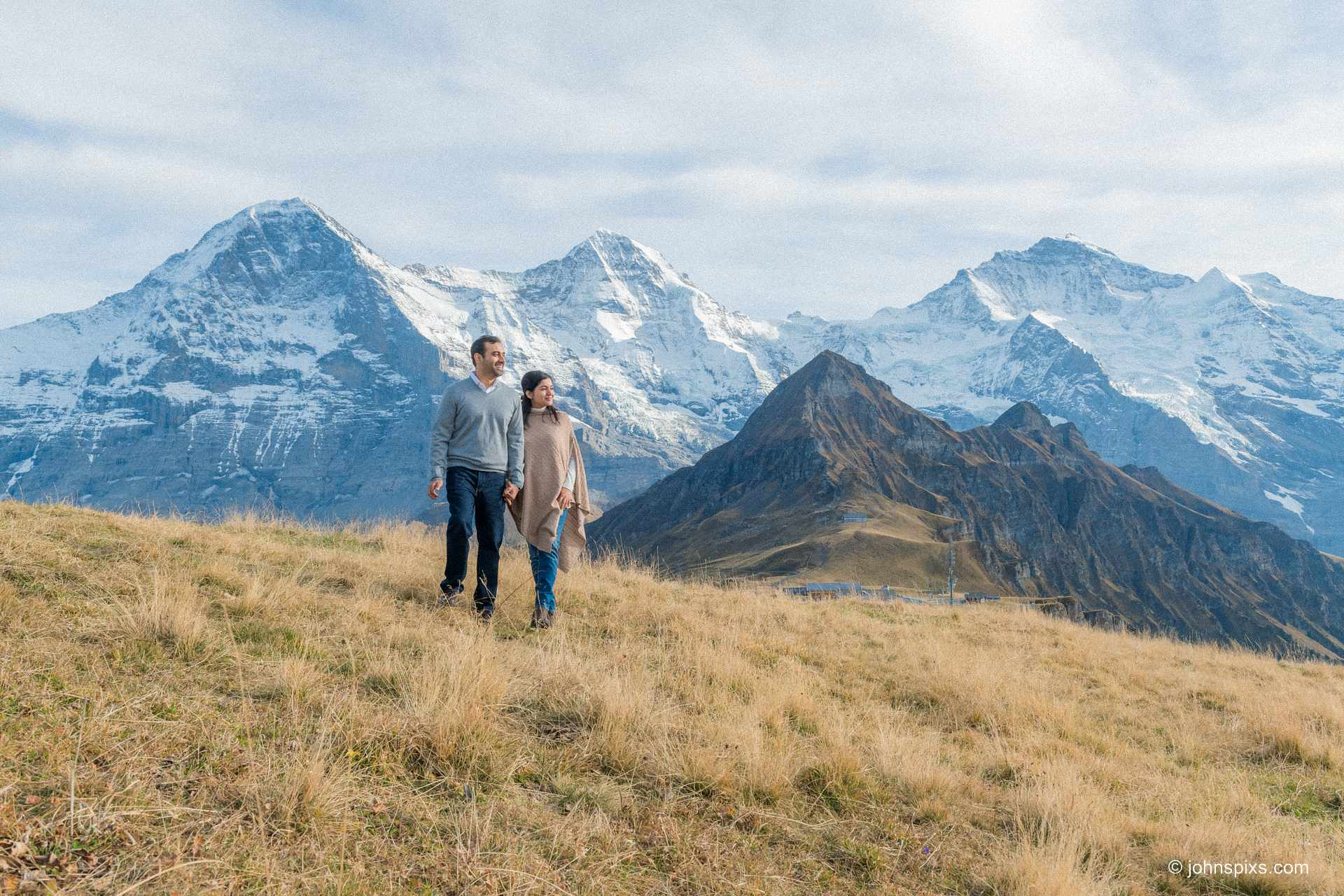 Couple photo shoot on Männlichen mountain above Wengen