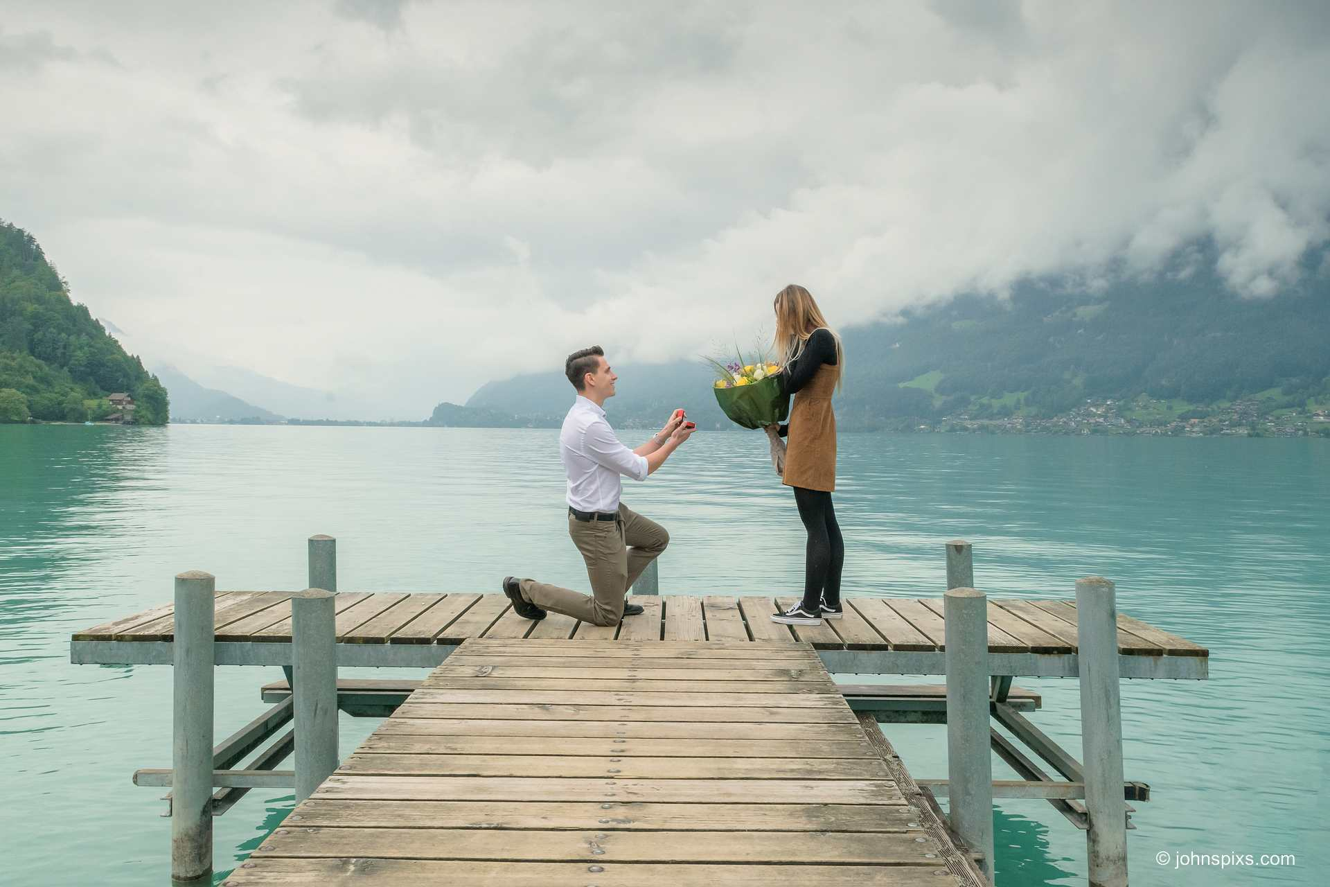 Surprise engagement by a Swiss lake
