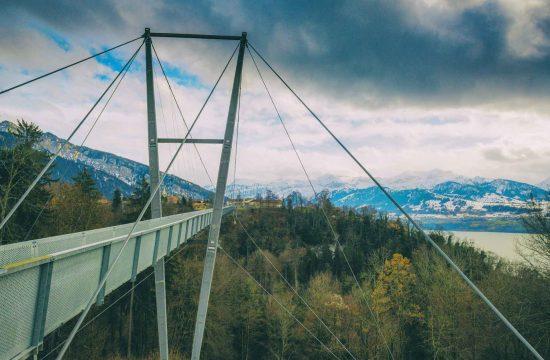 Crash klanding on you suspension bridge